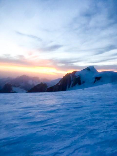 Lever de soleil en haut du Mont Blanc