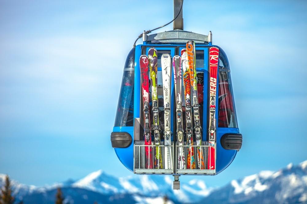 Quelle taille de ski choisir pour la piste et les bords de