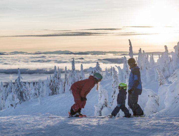 Skis enfants : collections Star Wars et La Reine des Neiges chez Rossignol