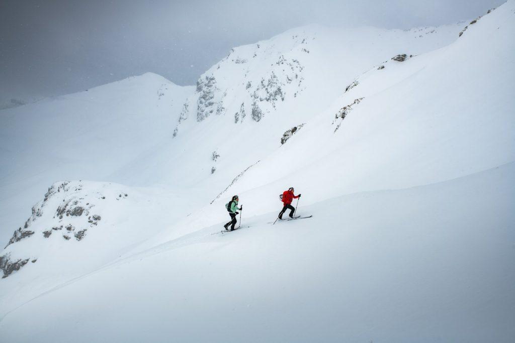 Loin des stations en ski de randonnée