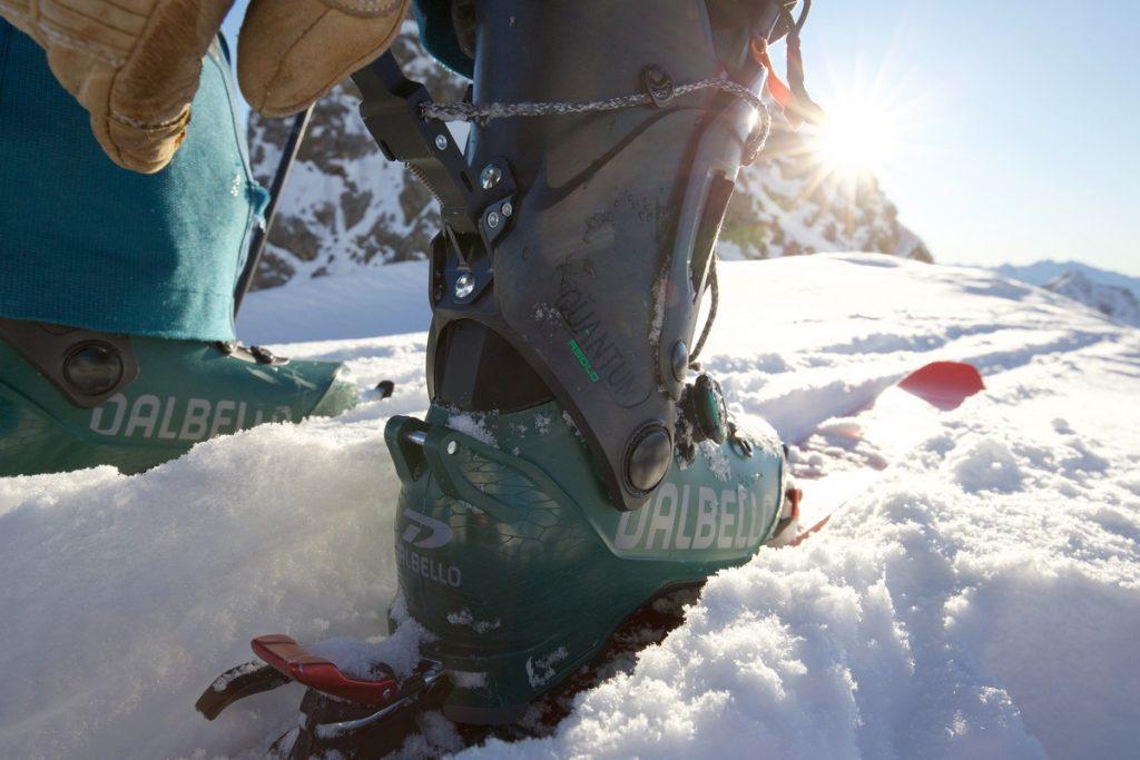 les chaussures de ski de randonnée sont équipées d'une technologie ski/marche